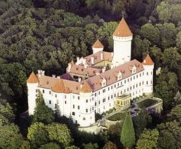 Prague Fairytale Castle Commitment Ceremony ― Perfect Gay Honeymoons | Award Winning UK Gay Honeymoon Specialists